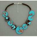 collier perles plates réversible fond turquoise fleur marron / visage fleur marron