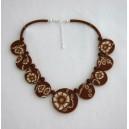 Collier perles plates Brune réversible fond brun fleur brune /fond beige fleur brune
